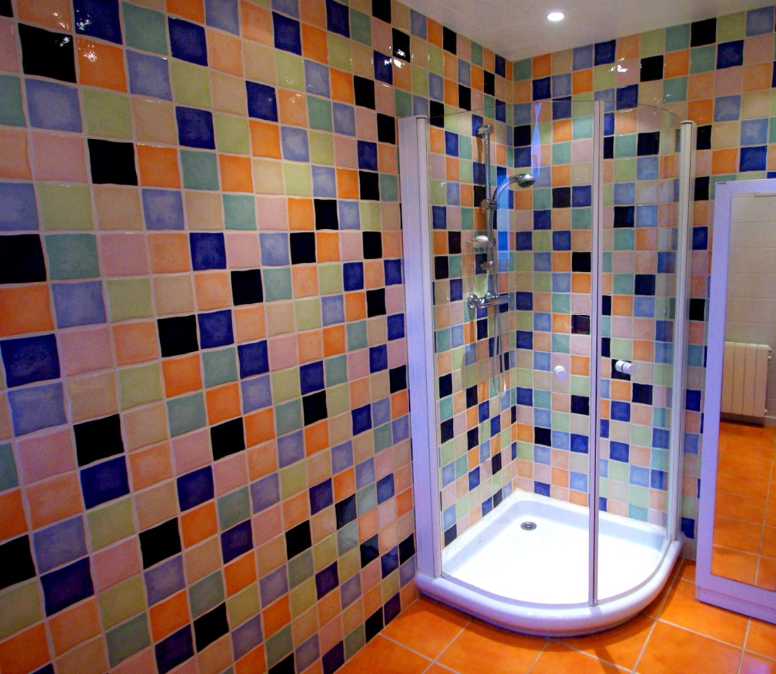 Faience salle de bain coloree for Carrelage multicolore